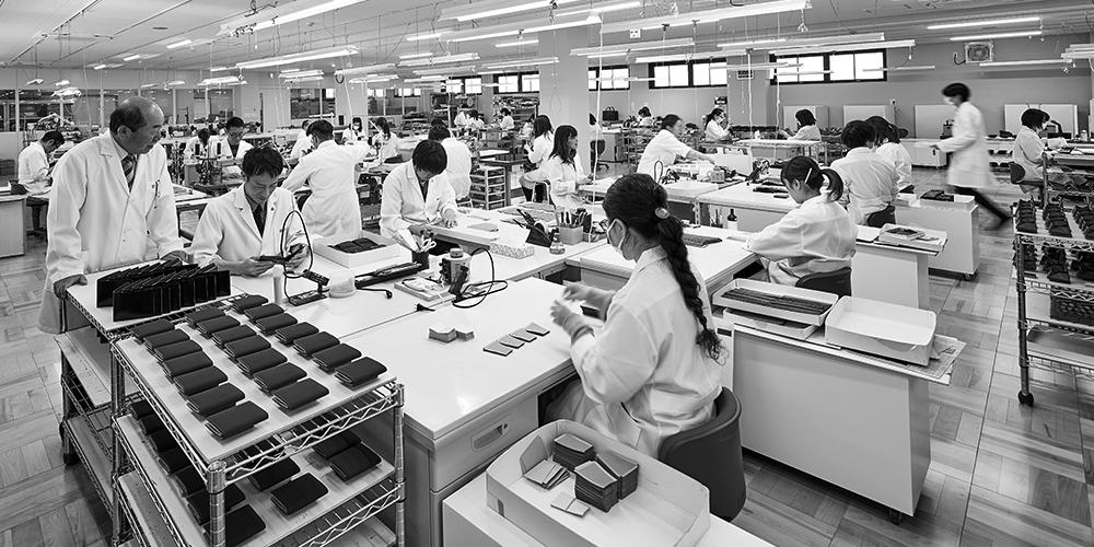 工房で受け継がれ、息づく日本の伝統技法キプリスの「袋物仕立て」